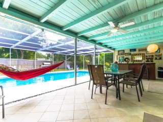 Villa Espanola - Lovely 3/2, Heated Pool, Koi Pond, Garden, Near Siesta Key