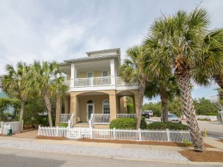 'Family Tides' in beautiful Carillon Beach!  3 Kings, 4 bunks, loft -sleeps 12