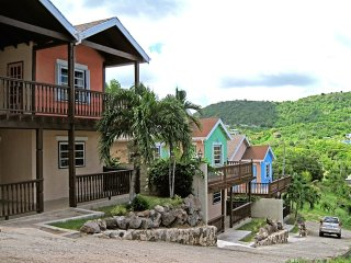 Trilogy Villas, 3 x 2 bedroom, 2 bathroom, Aircon, Views, short or long term