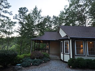 Private Cottage overlooking Lake Santeetlah and Nantahala National Forest