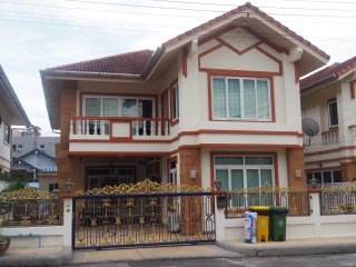6 BR PATONG CHARMING CLEAN TOWNHOUSE  IN THE CENTRE NEAR TO BEACH AND SHOPPING