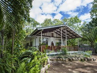 Sunbird Retreat - Horseshoe Bay, QLD