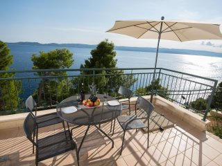 Apartment Andrea 1 with private beach near Split,city break familly vacation