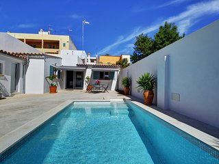 VILLA PORTHO. In the center of Palma, with high standard and design.