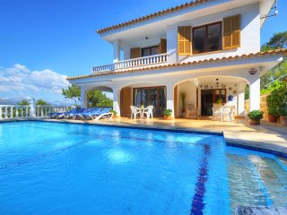 VILLA MONTSITA in Santa Ponça and with spectacular views over the sea.