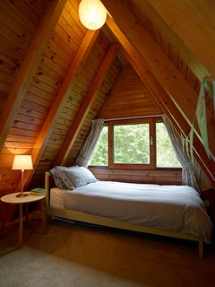 The open plan sleeping area on the landing with single bed.