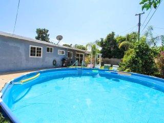 Knott & Disneyland Pool home, walking distance to Knotts Berry Farm