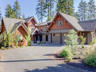 Suncadia's Best! Three Sisters Lodge | 6BR + 4.5 BA | Game Room | Hot Tub