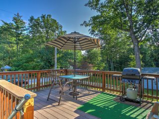 NEW! 3BR Moultonborough House w/ Screened Porch!