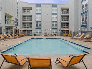 3Bedroom ★ Walk to UT, restaurants, bars, museums