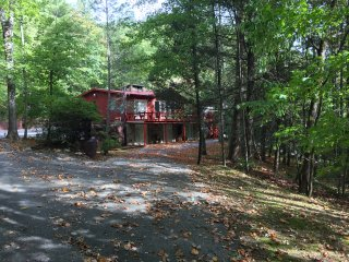 Best location at Park entrance! New remodel! 'BearFoot Lodge' w/ SIX bedrooms!