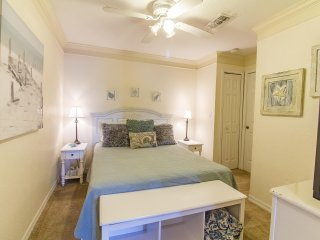 2/2 Flat - 3 Pools - Remodeled w/ New Furnishings - Sleeps 6 - Excellent Price!