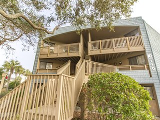 2/2 Flat - Awesome Price - Sleeps 7 - Great Resort with lots of Amenities!