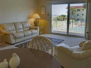 Awesome Ocean Views - 2/2 - Sleeps 4 - FANTASTIC FALL / WINTER  RATES!!!