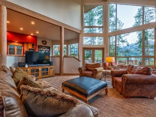 Modern alpine home with hot tub, theater, game room, shuttle - Aspenglow Chalet