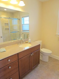 Here's the full bath right next to the queen bedroom.