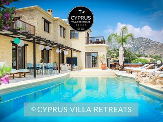Luxury 4Bed VILLA CHRISTINA (sleeps 10) Private Pool, Hot-tub, Panoramic Views
