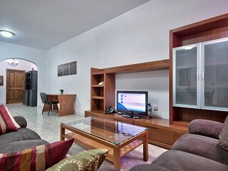 Few minutes off St George's Bay 2-bedroom Apartment