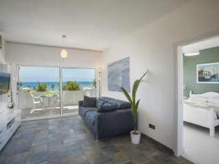 LALSE9 Lordos Sunshore Beachfront Suite