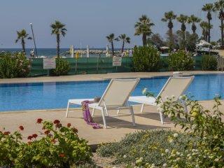 LALSE9 Lordos Sunshore Beachfront Suite