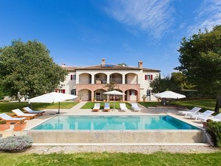 Beautiful Villa Hacienda, ideal for 10 People, Swimming Pool, BBQ