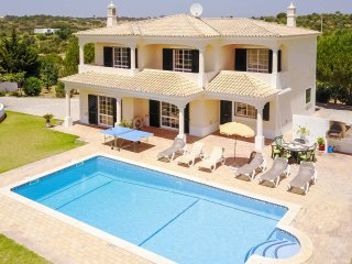 MONTE DOS AVOS,Villa w/ stunning views,pool,garden,close to amenities, AC, Wi-Fi