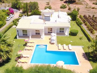 CRISTIANO 2 Wing Villa,large garden,private pool,peaceful location,AC,free WiFi