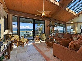 Nestled right on shore of the relaxed beachfront community Kahana Outrigger #2B1