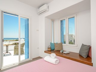 Beachfront villas m. vigla naxos /2 villas/4 bedrooms/3 bathrooms