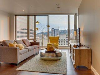Luxury downtown condo w/ floor-to-ceiling windows & great views - dog friendly!