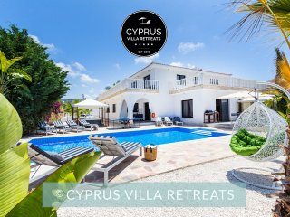 6 Bed Luxury VILLA MALIBU (Sleeps 16+) Heated Pool, Hot Tub and Games Room