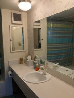 Full Bathroom with lots of counter space. Washer/dryer incl.