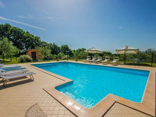 Detached villa with private and fenced pool at 1km from village. Quiet area