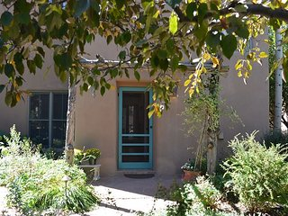 Araceli de Taos 1/2 mile from Plaza with Hot Tub 2 Master Bedrooms