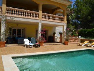 Beautiful family villa with pool and sun terraces, close to beach