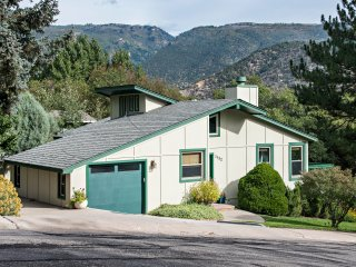 Cozy 2 Bedroom Chalet, Nestled Against Red Mountain, Walk to Downtown and Pool!
