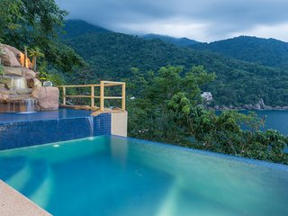 3 br Stunnig Villa in Mismaloya, ocean views , private pool full staff