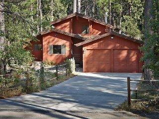 Luxurious Tree House on Strawberry Creek