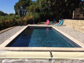 Maison provencale authentique avec piscine chauffee
