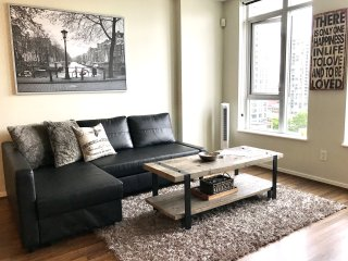 2BD/ 2BA Executive Peekaboo water view Yaletown