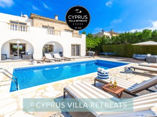 Villa Maria, 4 Bed, Private Heated Pool, Hot Tub, Great for Kids, St Georges
