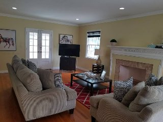 Large Beautiful Home 20 mins from NYC with 4 Large Rooms and Near Train/Parking