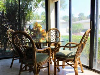 Private Beach, Free Wifi, Ground Floor w/2 Pools, Walk to Siesta Key Village