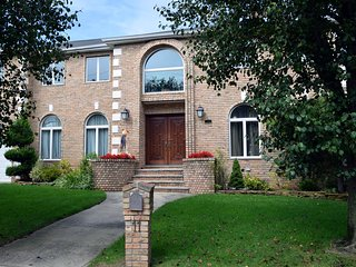 BEAUTIFUL 4BR/4BA Home, Staten Island, NY City Borough.