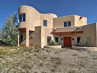 Rancho de Taos House w/ Balcony & Panoramic Views!