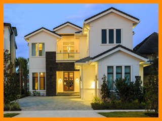 Reunion Resort 7000 - villa with pool, game room and home theater near Disney