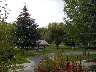 Spacious condo at Snow King Mtn. in town~Aprox 10 mins to Grand Teton Park!