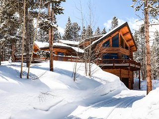 Modern log home on Peak 7 with a hot tub and amazing views - Fallen Timbers