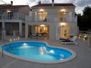 Luxury Villa Moderna with pool by the sea in Sumartin on Brac