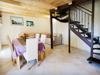 Holiday House Viola by the sea and beach near the center of Dubrovnik